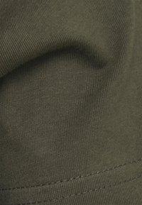 Pier One - 5 PACK - T-shirt basic - black/white/light grey - 9
