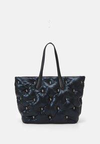 IKONIK 3D MULTI PIN TOTE - Tote bag - black