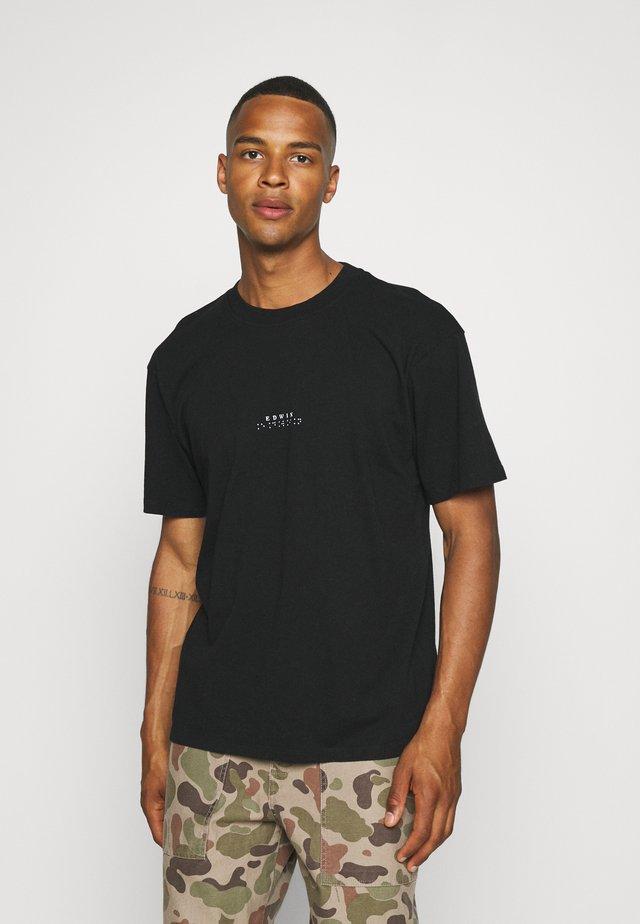 NAZO CHEST UNISEX - Jednoduché triko - black