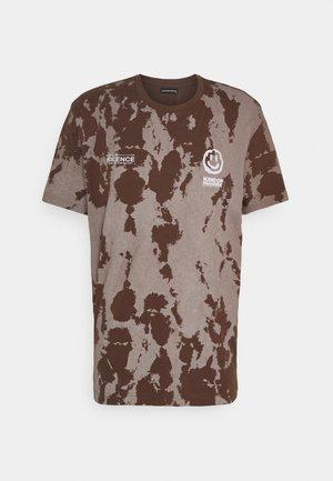 REGULAR FIT UNISEX - Print T-shirt - brown