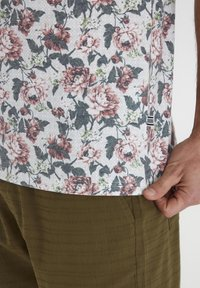 Tailored Originals - Camiseta estampada - milky white - 3
