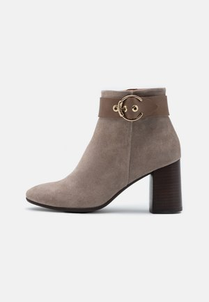 AGATA - Boots à talons - taupe