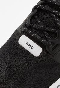 adidas Originals - NMD_R1.V2 - Matalavartiset tennarit - core black/footwear white - 5