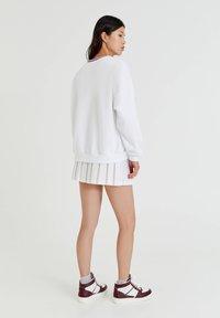 PULL&BEAR - OAKLAND MIT PATENTMUSTER - Sweater - white - 2