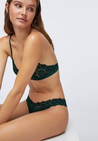 OYSHO - COMFORT - Triangle bra - evergreen - 2