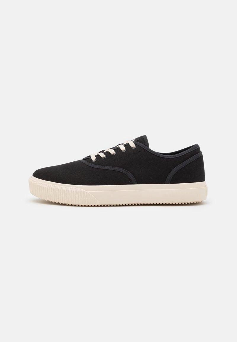 Clae - AUGUST - Sneakersy niskie - black