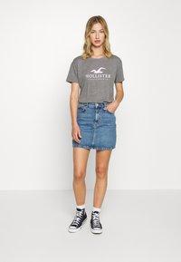 Hollister Co. - TIMELESS LOGO - T-shirts med print - grey - 1