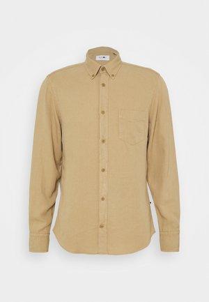 MANZA SLIM FIT - Camisa - beige
