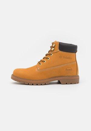 Šněrovací kotníkové boty - golden tan