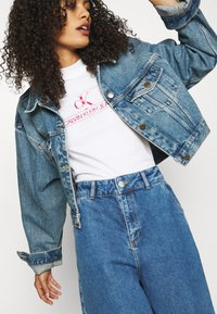 Calvin Klein Jeans - ARCHIVES TEE - Print T-shirt - bright white - 3