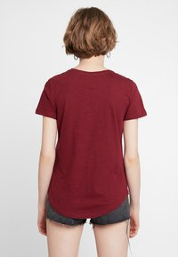 Cotton On - THE CREW - Basic T-shirt - winetasting - 2