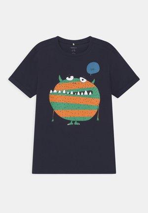 NKMBUGOS - Print T-shirt - dark sapphire