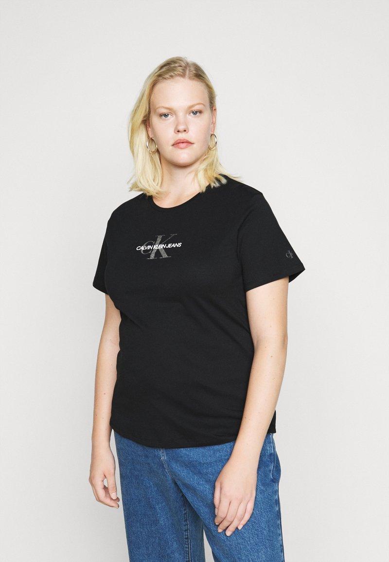 Calvin Klein Jeans Plus - GLITTER MONOGRAM TEE - Print T-shirt - black