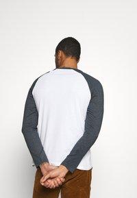 Burton Menswear London - LONG SLEEVE RAGLAN 2 PACK - Long sleeved top - off white - 2