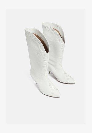 Botas camperas - white