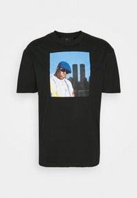 Chi Modu - BIG KING - Print T-shirt - black - 4