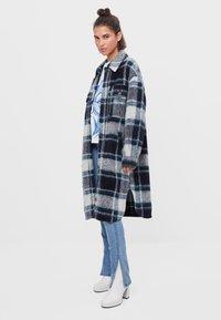 Bershka - Klasický kabát - blue - 1