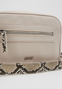 Nyze - NYZE CROSSBODY - Across body bag - white - 2