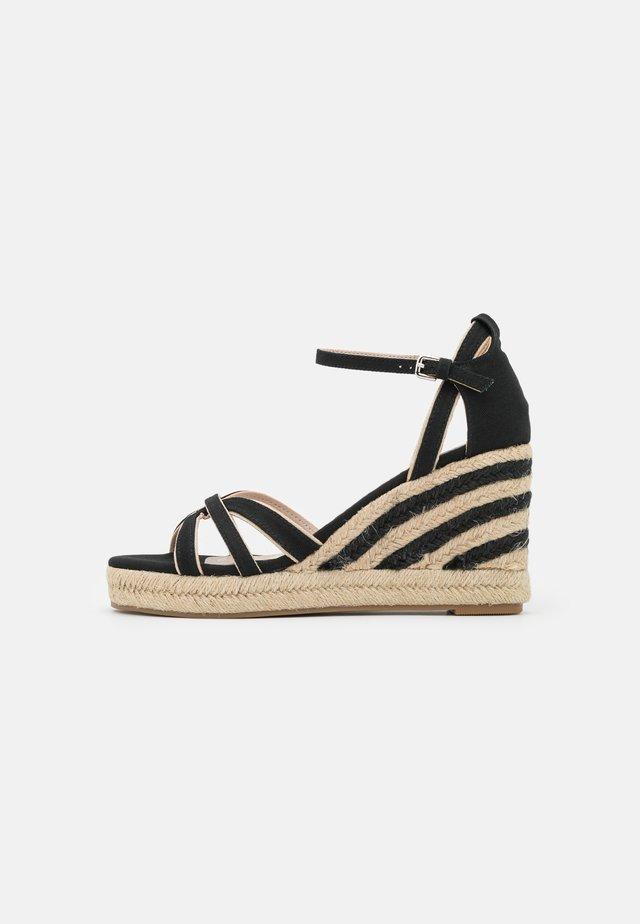 LOUISA - Sandalen met plateauzool - black