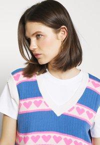 Trendyol - T-shirts med print - ecru - 4