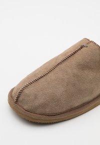 Shepherd - HUGO - Domácí obuv - stone - 5