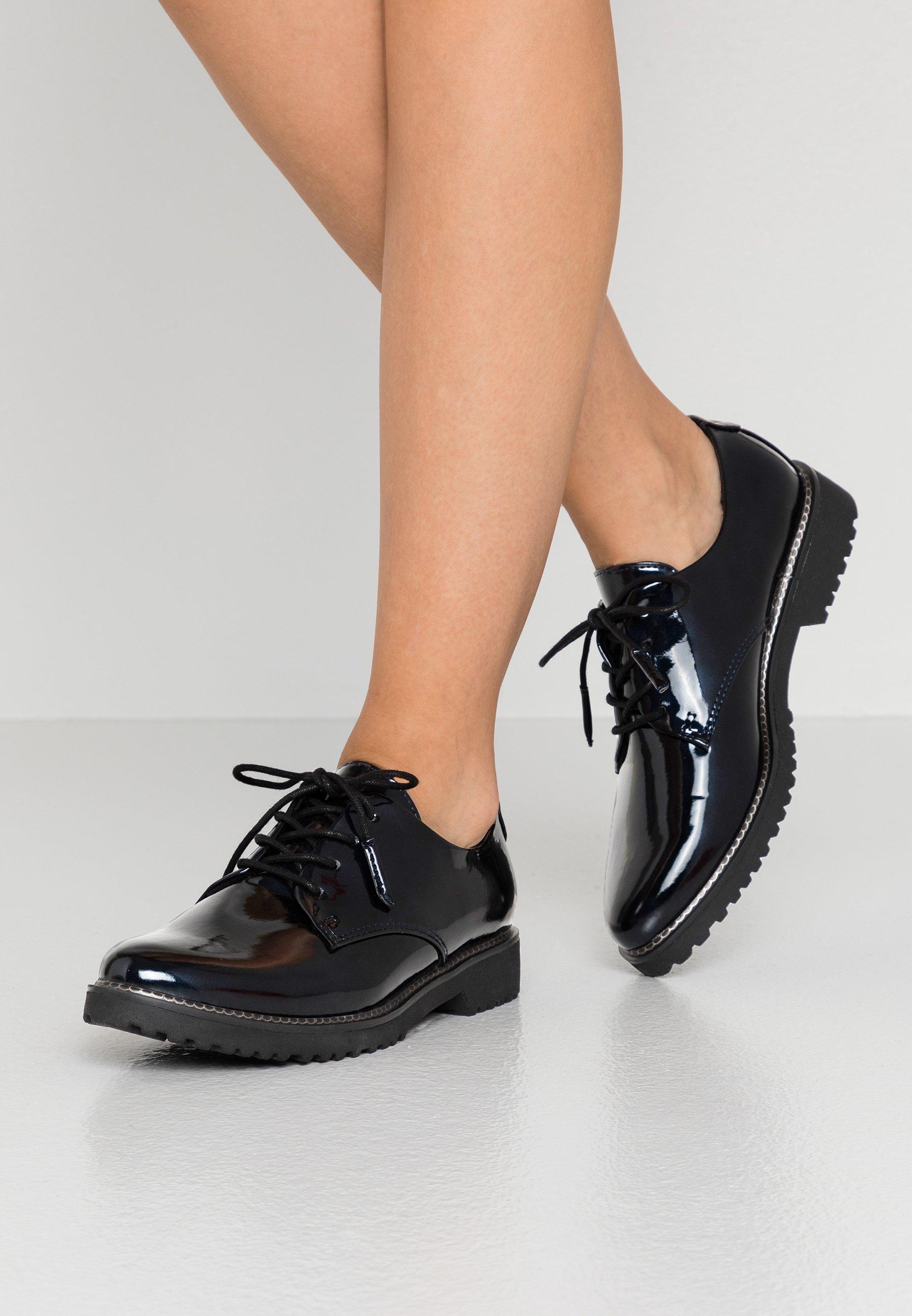 Blaue Schnürschuhe für Damen | Weiblichkeit mit androgynen