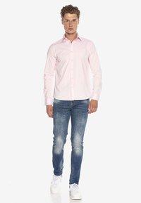 Cipo & Baxx - HECTOR - Formal shirt - pink - 1