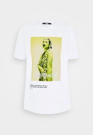 TOKIMONSTA - T-shirts med print - white