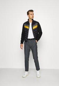 Tommy Hilfiger Tailored - FLEX SLIM FIT PANT - Kalhoty - black - 1