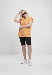 Urban Classics - Shorts - light grey - 1