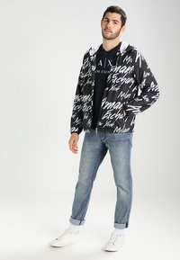 Armani Exchange - Print T-shirt - navy - 1