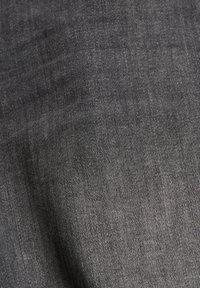 edc by Esprit - Short en jean - grey medium washed - 10