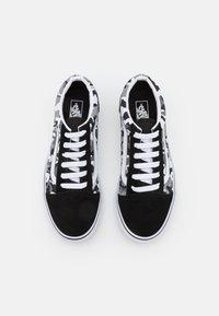 Vans - OLD SKOOL - Matalavartiset tennarit - black/true white - 3
