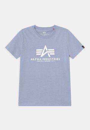 BASIC - Camiseta estampada - light blue