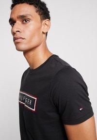 Tommy Hilfiger - CORP FRAME TEE - Print T-shirt - black - 4