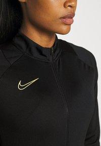 Nike Performance - ACADEMY 21 TRACKSUIT - Treningsdress - black/saturn gold - 7