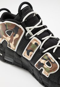 Nike Sportswear - AIR MORE UPTEMPO QS - Sneakers alte - black - 2