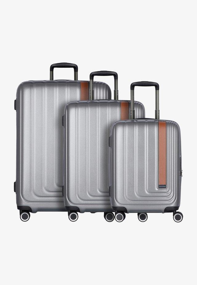 SET - Luggage set - gray