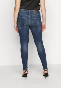Pieces Curve - PCHIGHFIVE FLEX - Jeans Skinny Fit - medium blue denim - 2