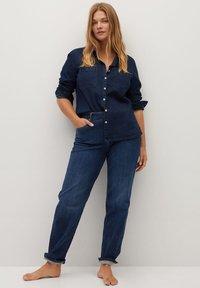 Violeta by Mango - ESTRELLA - Button-down blouse - intenzivní tmavě modrá - 1