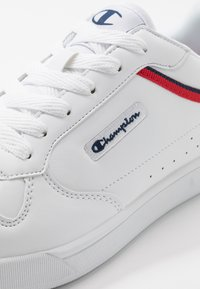Champion - LOW CUT SHOE NEW COURT - Obuwie treningowe - white/red - 5