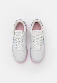 Reebok Classic - CLUB C LEGACY - Sneakersy niskie - true grey/electro pink/court blue - 5