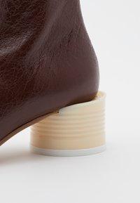 MM6 Maison Margiela - STIVALETTO TACCO BARATTOLO BASSO - Classic ankle boots - friar brown - 4