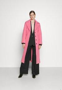 Victoria Victoria Beckham - BRUSHED COAT - Classic coat - candy pink - 1