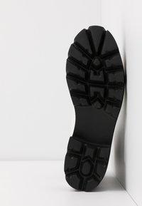 Ilse Jacobsen - MILEY - Kotníkové boty na platformě - white sugar - 6