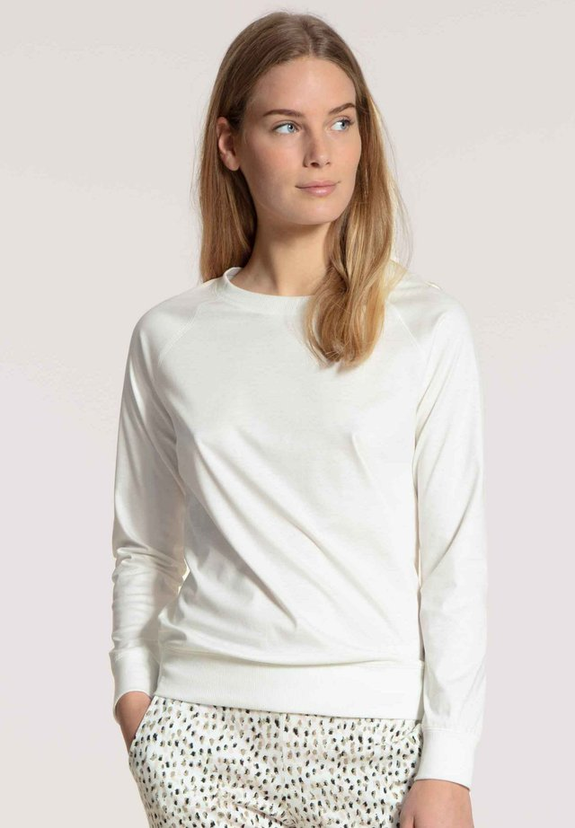 Long sleeved top - star white