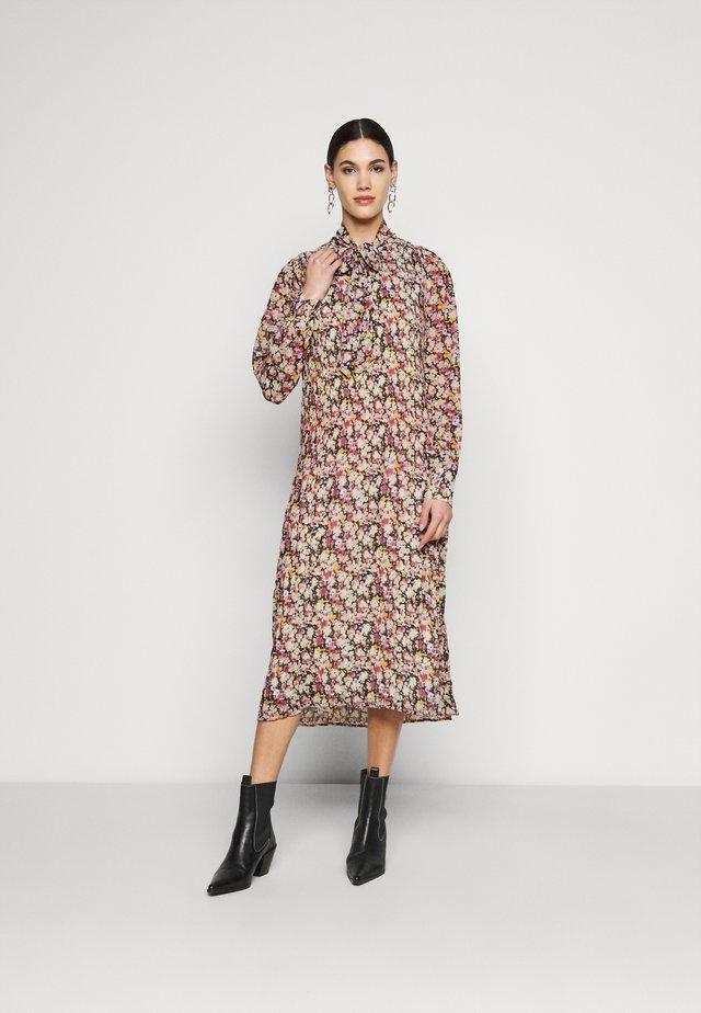ONLNAOMI CALF PLISSE DRESS - Robe d'été - green gables/girly flower