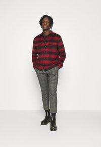 AllSaints - BETHUNE  - Shirt - red/black - 1