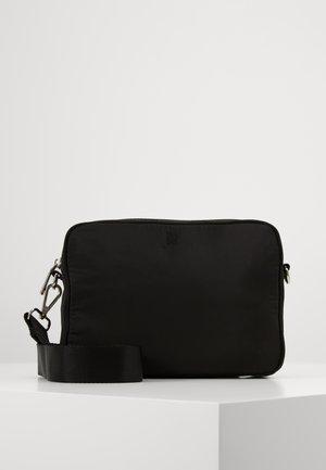 TRAVEL CAMERA BAG - Taška spříčným popruhem - black