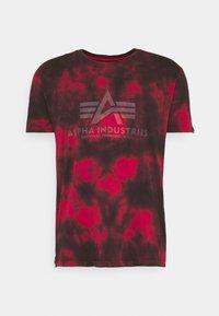 BASIC BATIK - Print T-shirt - speed red